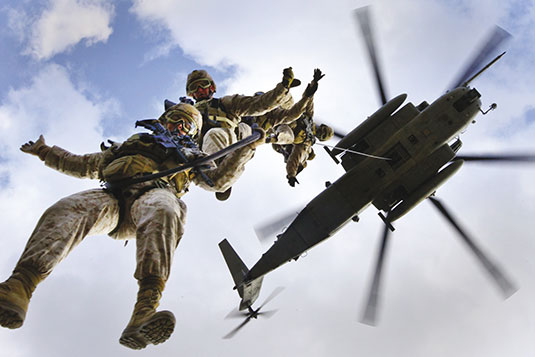 Marine Heavy Helicopter Squadron 464 assists Marines of 2nd Reconnaissance Battalion conduct special purpose insertion and extraction training aboard Marine Corps Base Camp Lejeune, North Carolina, March 13, 2013