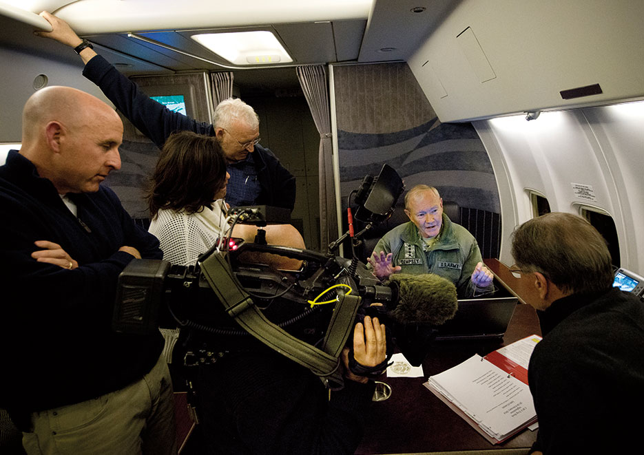 Chairman talks with Jim Miklaszewski (chief Pentagon correspondent with NBC News) and other members of media aboard USAF C-40 aircraft en route to Afghanistan (DOD/D. Myles Cullen)