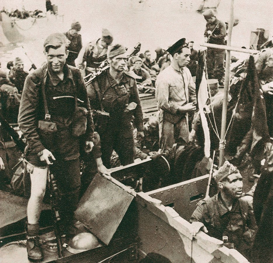 Disembarkation of British commandos on return to England (Library and Archives Canada)