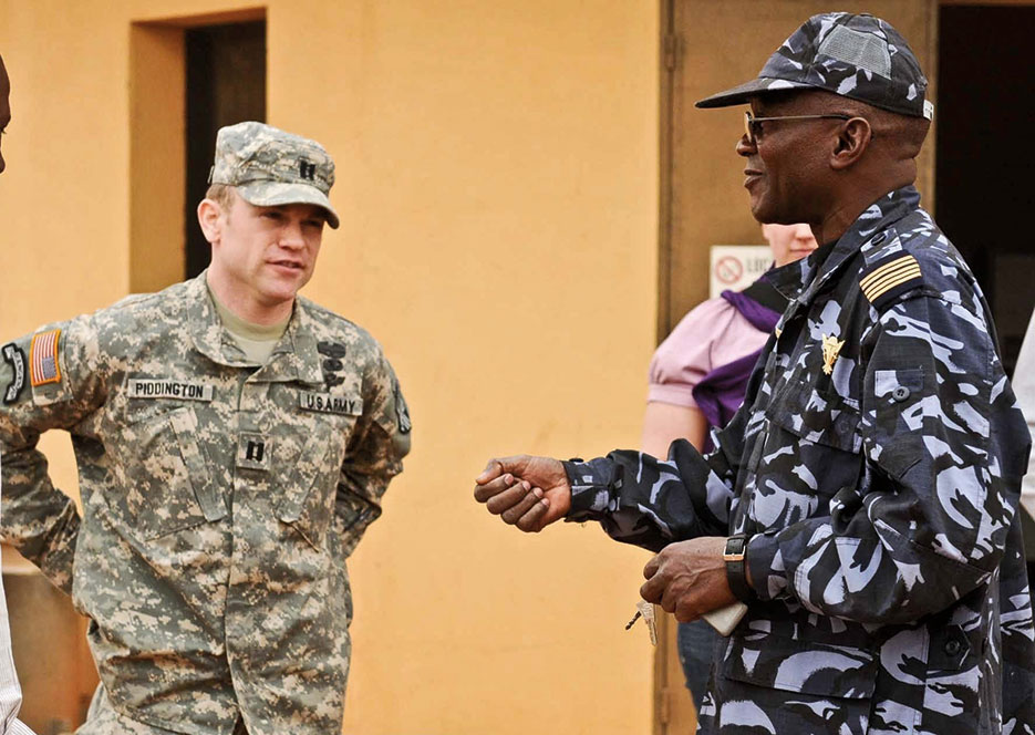 U.S. Army National Guardsman coordinates with Malian army task force commander and chief of operations during Atlas Accord exercise (U.S. Army/Shana R. Hutchins)