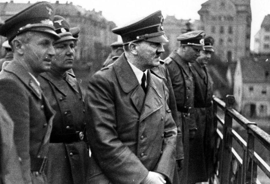 Sigfried Uiberreither, Martin Bormann, Adolf Hitler, and Otto Dietrich in Maribor, April 26, 1941 (Deutsches Bundesarchiv)