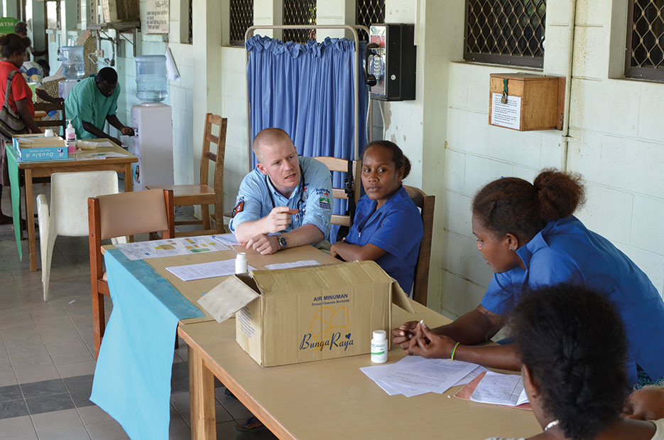 Medical task force from Australia helps manage dengue fever outbreak and treats patients at National Referral Hospital in Honiara, Solomon Islands (Courtesy AusAID)