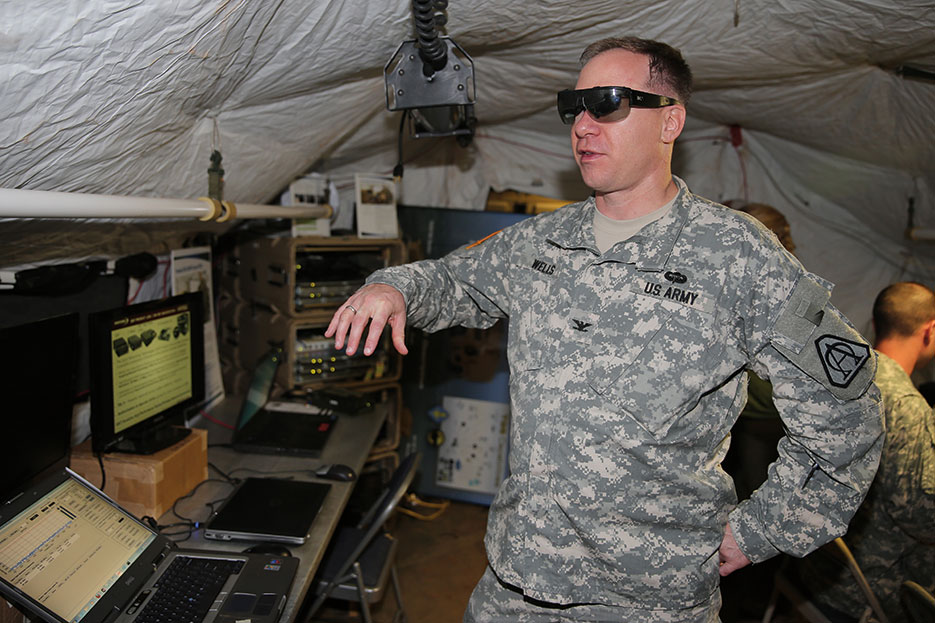 Distributed Common Ground System–Army Program Manager assesses tactical glasses demonstrated at Enterprise Challenge 13 (U.S. Army/Kristine Smedley)