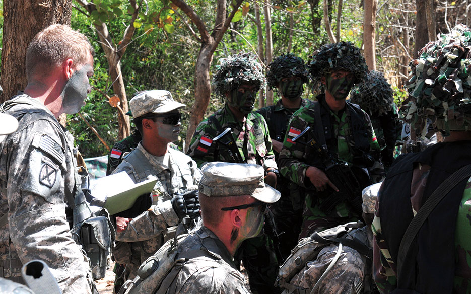 Indonesian National Armed Forces and U.S. Army Soldiers receive tactical briefing during field training exercise Garuda Shield 2014 (U.S. Army/Matthew Veasley)