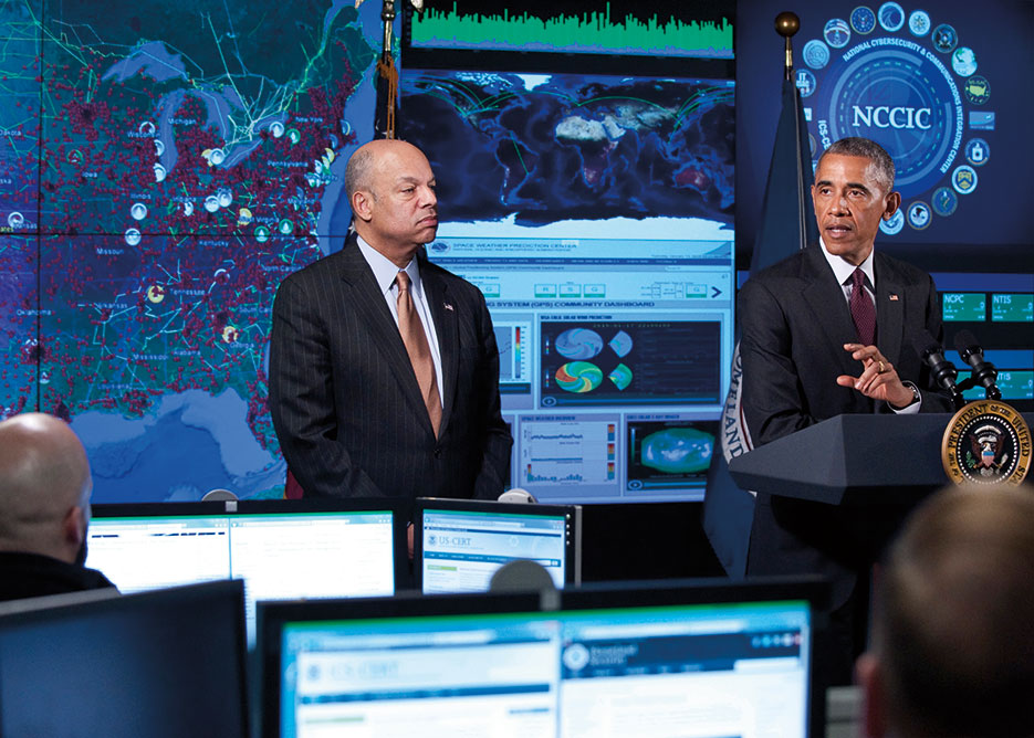 Secretary of Homeland Security Jeh Johnson hosts President Obama at National Cybersecurity and Communications Integration Center (DHS/Barry Bahler)