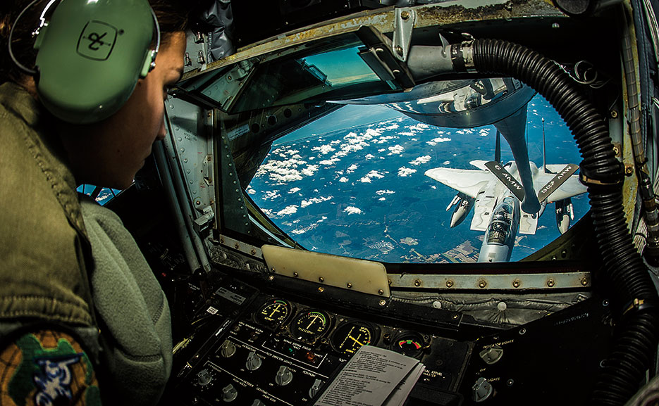 Airman refuels F-15 Eagle aircraft attached to 125th Fighter Wing during exercise Vigilant Shield 15 (U.S. Air Force/Brandon Shapiro)