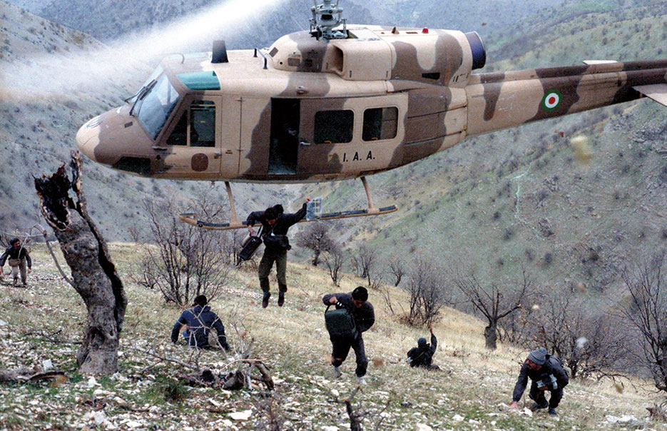 Iranian journalists jump from helicopter in West Front of Iran-Iraq War (Courtesy SAJED))