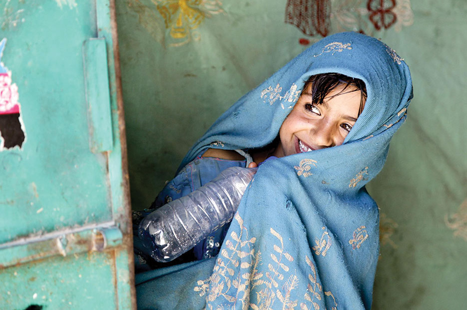 Afghan girl peeks around door as U.S. Special Forces and Cultural Support Team speak with her father, Uruzgan Province (DOD/Kaily Brown)