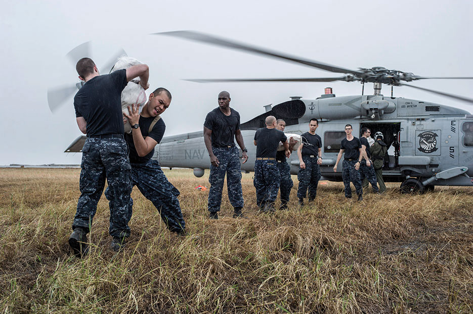 USS George Washington (CVN 73) Sailors load relief supplies onto MH-60R Seahawk for transport to local villages during Operation Damayan in response to aftermath of Super Typhoon Haiyan/Yolanda in Philippines (U.S. Navy/Chris Cavagnaro)