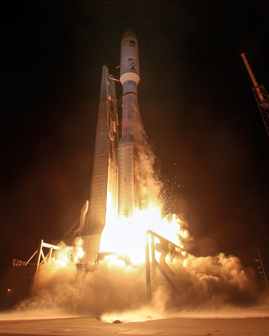 U.S. Navy's fourth Mobile User Objective System communications satellite, encapsulated in 5-meter payload fairing, lifts off from Space Launch Complex-41, September 2, 2015 (Courtesy United Launch Alliance/U.S. Navy)