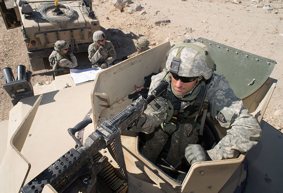Oregon National Guardsman assigned to 1186th Military Police Company provides security during mission at National Training Center at Fort Irwin, California, August 23, 2015 (U.S. Army/W. Chris Clyne)