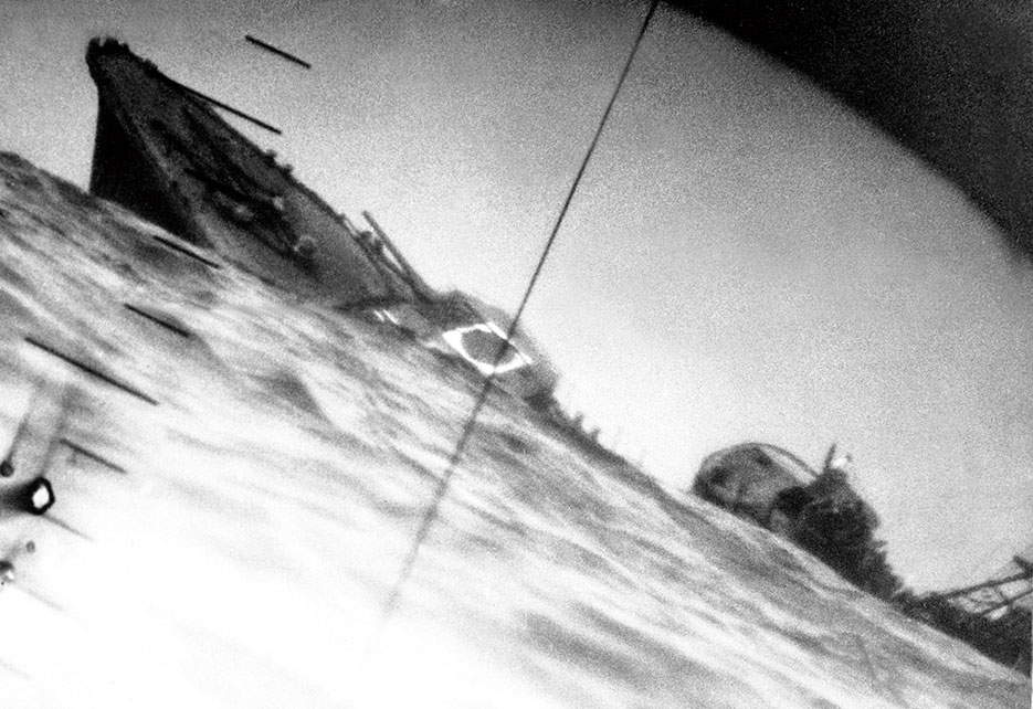 Torpedoed Japanese destroyer IJN Yamakaze photographed through periscope of USS Nautilus, June 25, 1942 (U.S. Navy)