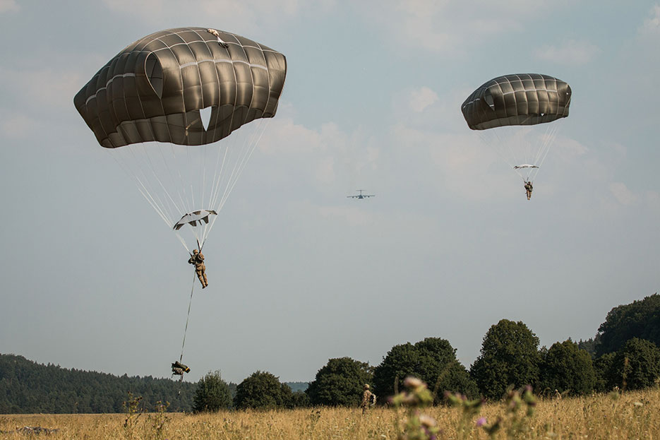U.S. Army 173rd Airborne Brigade Soldiers conduct airborne operations during Exercise Allied Spirit II at U.S. Army's Joint Multinational Readiness Center in Hohenfels, Germany, August 13, 2015 (U.S. Army/Caleb Barrieau)