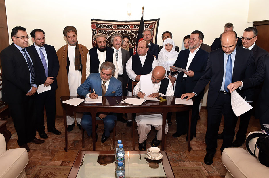 Afghan presidential candidates Abdullah Abdullah and Ashraf Ghani sign Joint Declaration of the Electoral Teams in Kabul, August 2014 (State Department)