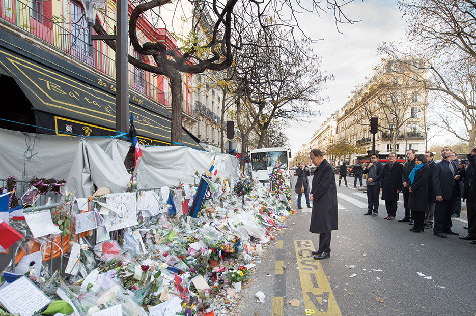 Secretary-General Ban Ki-moon pays respects to victims of terrorist attack in Paris (United Nations/Eskinder Debebe)