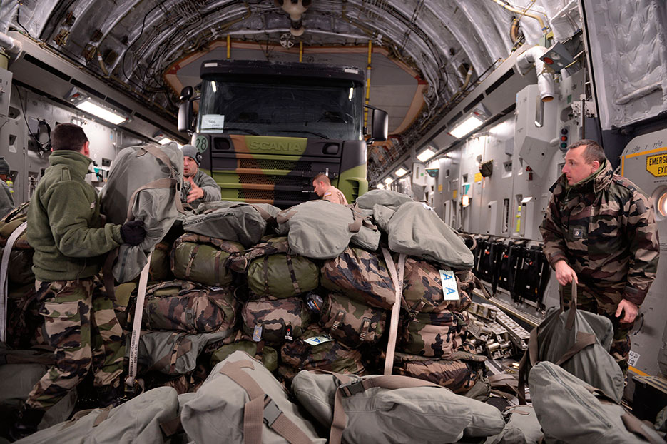 U.S. Airmen and French soldiers load equipment inside U.S. Air Force C-17 Globemaster III in Istres, France, January 21, 2013 (U.S. Air Force/Nathanael Callon)