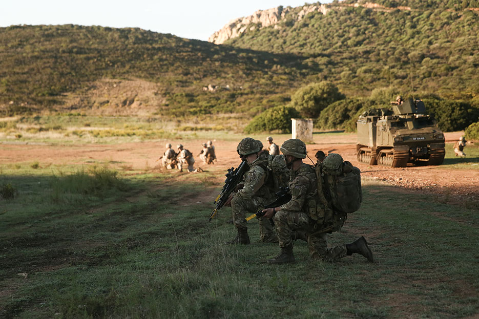 Marines with Special-Purpose Marine Air-Ground Task Force Crisis Response–Africa and Royal Marines with 45 Commando conduct patrol during Trident Juncture 15, October 23, 2015 (U.S. Marine Corps/Kaitlyn V. Klein)