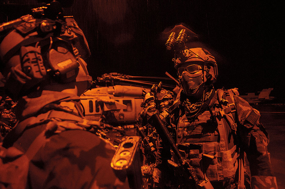 Maritime special operations forces prepare for mission during training exercise aboard Nimitz-class aircraft carrier USS George Washington, September 2014 (U.S. Navy/Everett Allen)