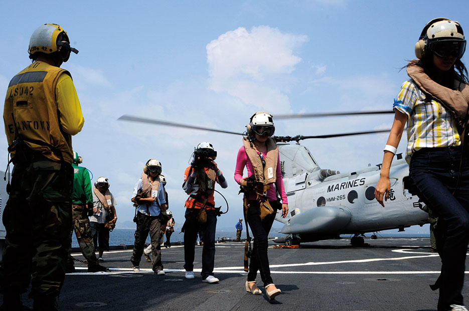 Mock NEO participants aboard USS Germantown, with embarked elements of 31st Marine Expeditionary Unit, Sattahip, Kingdom of Thailand, February 12, 2012 (U.S. Navy/Johnie Hickmon)