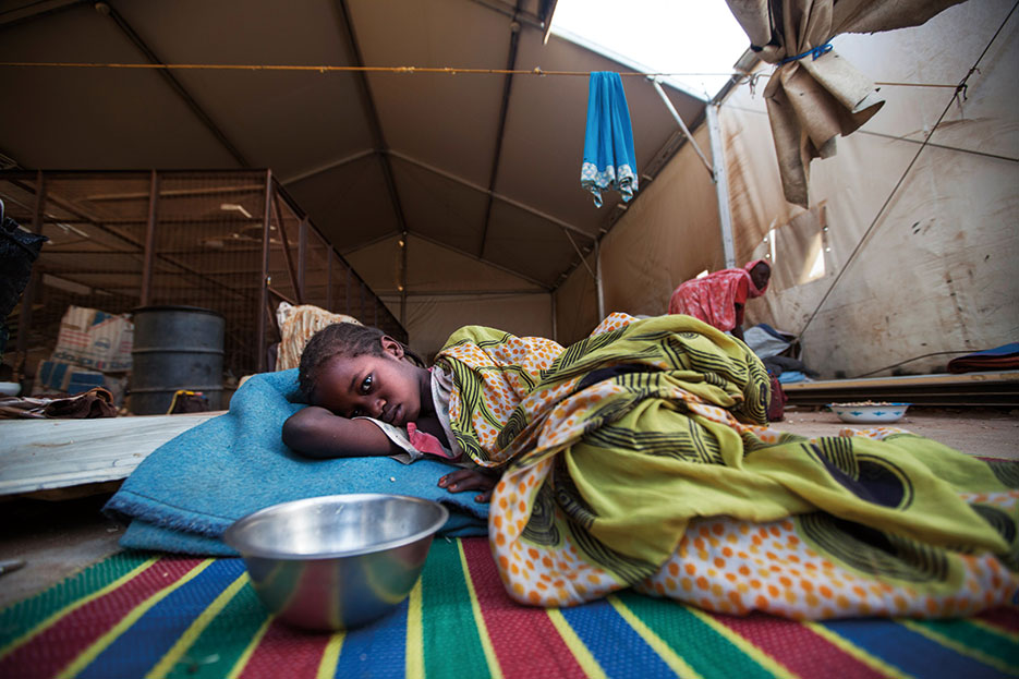 More than 3,000 internally displaced persons sheltered inside UN Mission in Darfur base in Khor Abeche, South Darfur, following attack by armed group on March 22, 2014 (Courtesy UN/Albert Gonzalez Farran)