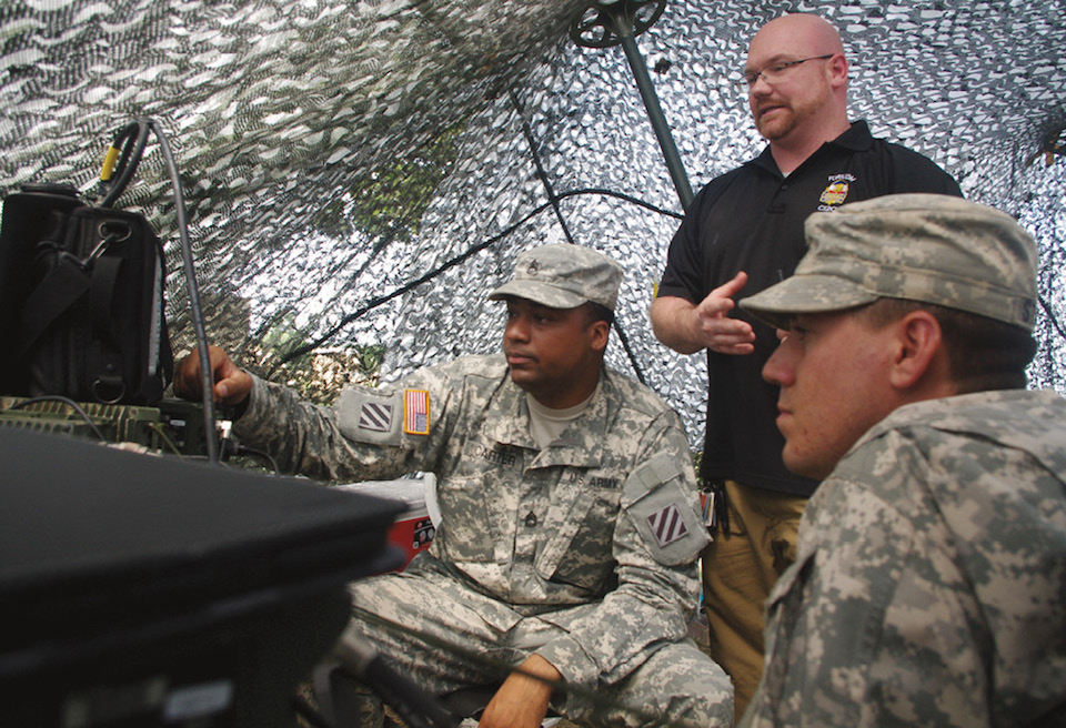 Servicemember from 3rd Infantry Division (left), trainer, and Servicemember of division's 2nd Battalion, 69th Armor Regiment, 3rd Armored Brigade Combat Team, observe spectrum of frequencies used in Red Team exercise (U.S. Army/Aaron Knowles)