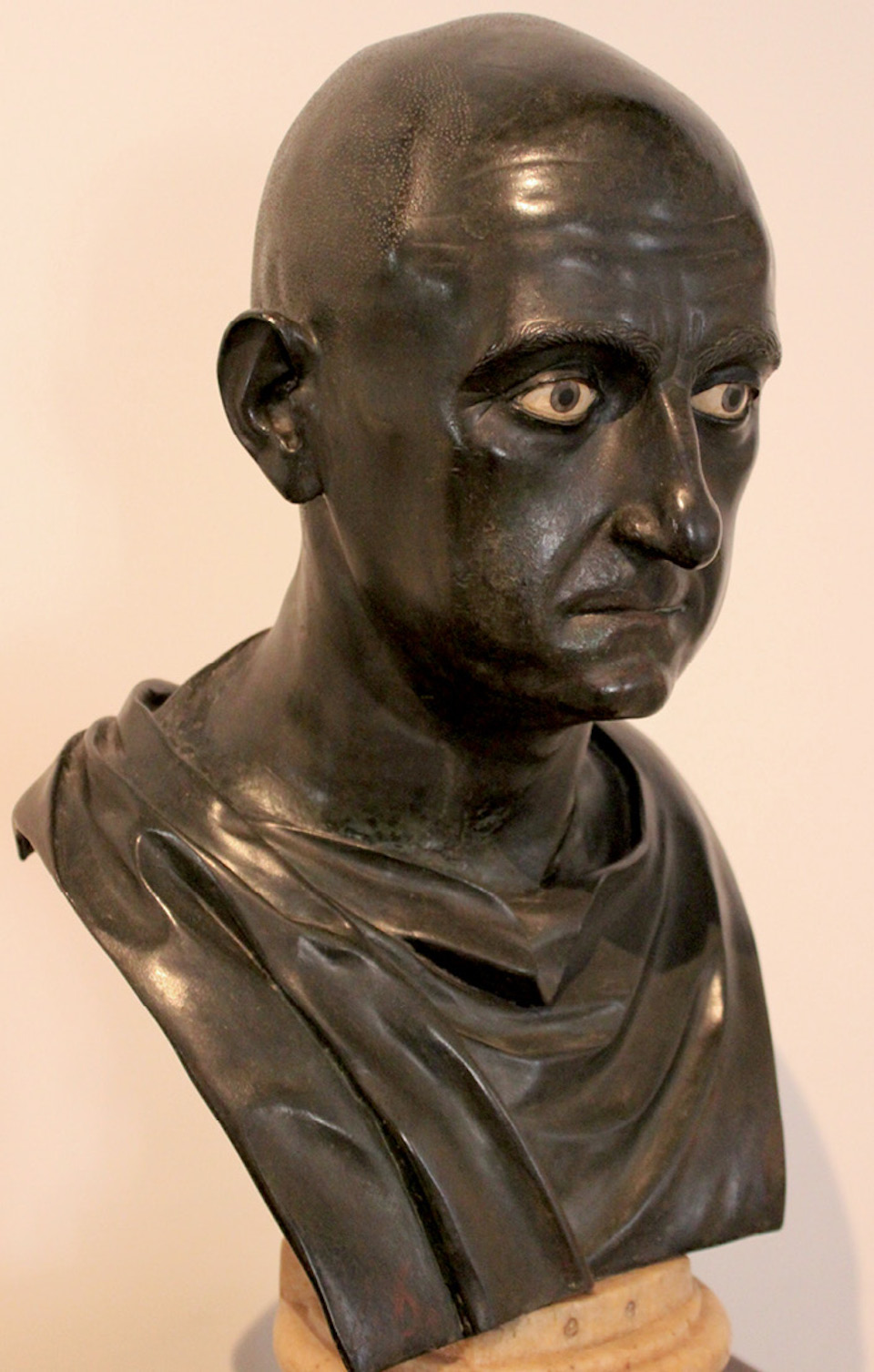 Bronze bust of Scipio Africanus in Naples National Archaeological Museum, dated mid-1st century BCE, from Villa of Papyri in Herculaneum, modern Ercolano, Italy (Courtesy Miguel Hermoso Cuesta)